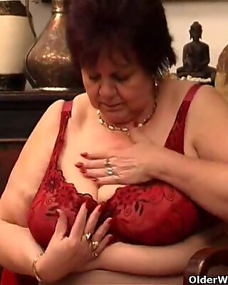Plump γιαγιούλα Γαμώει το παλιό της Μουσί με ΔΟΝΗΤΗ