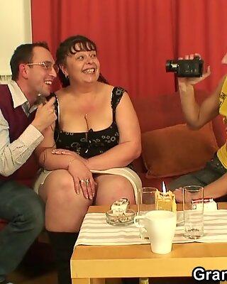 Dwa sceny porno kolesie z starych dużych cycków seksowna kobieta