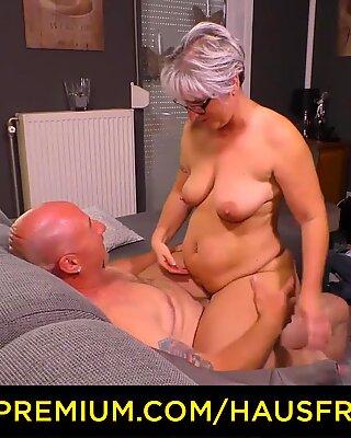 Hausfrau πήδημα - στρουμπουλή γ διάσταση γιαγιούλα χτυπά την σύζυγος της κατά την διάρκεια της ώριμη ερασιτεχνικό ταινία