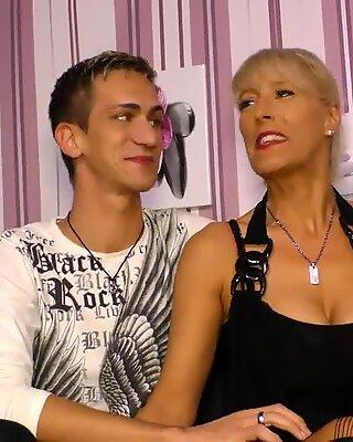 Letdoeit - потрясающая немецкая милф получила свой первый секс кассеты с озабоченной пасынком