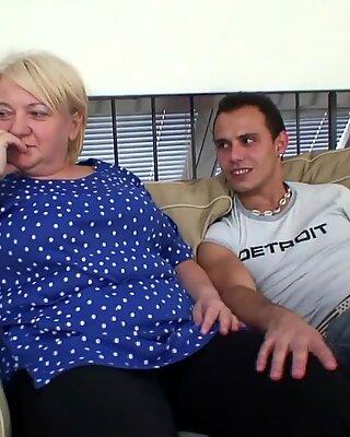 Blondynki Babcie Rozkladanie Nogi Dla Obcy