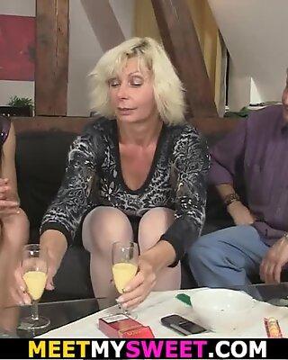 69 με την ηλικιωμένη μαμά του και καβάλα πατάτσα πατέρα