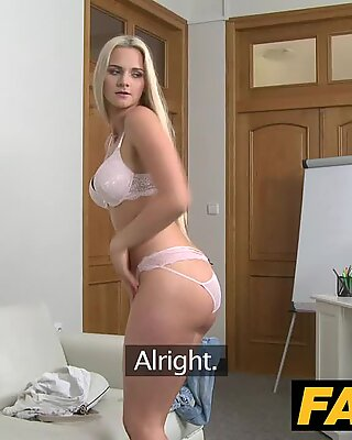Fake agent blondynki piękności w odlew couch fuck