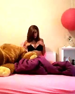 Cute Amateur Teen Playing and Masturbating On Bed - Mygirlswebcam.com