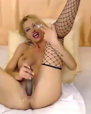 Webcam Blonde Gets Great Pleasure From Dildoing Herself - www.pussylivecam.com