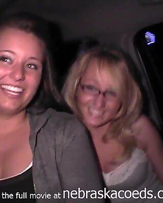 Bạn gái cũ tiệc tùng video riêng tư và bạn bè của họ