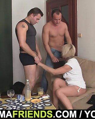 Hot Blondynki Babcie cieszy się dwoma świeżymi Kutasami
