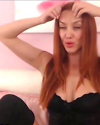 Ginger Babe Wants Some Fun On Webcam