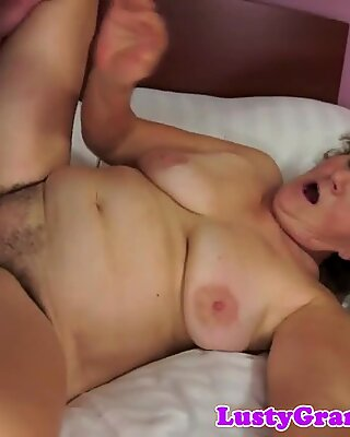Chubby euro mature gets her pussy drilled