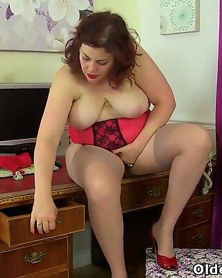Brytyjki Mirfy Sexy Scorpio spełnia jej Cipka z rajstopami