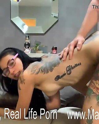 Σκληρό σεξ θέση με νέοτητα ταϊλανδέζα τατουάζ πόρνη
