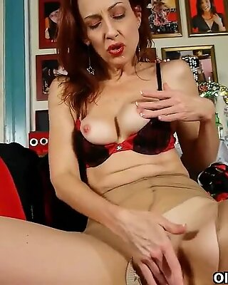 Classy mature lady in pantyhose gives her pussy a treat