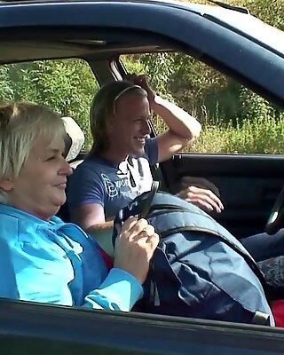 Hitchhiking Hot Blondynki Babunie Poderwana Up and Doggy-Fucked Roadside